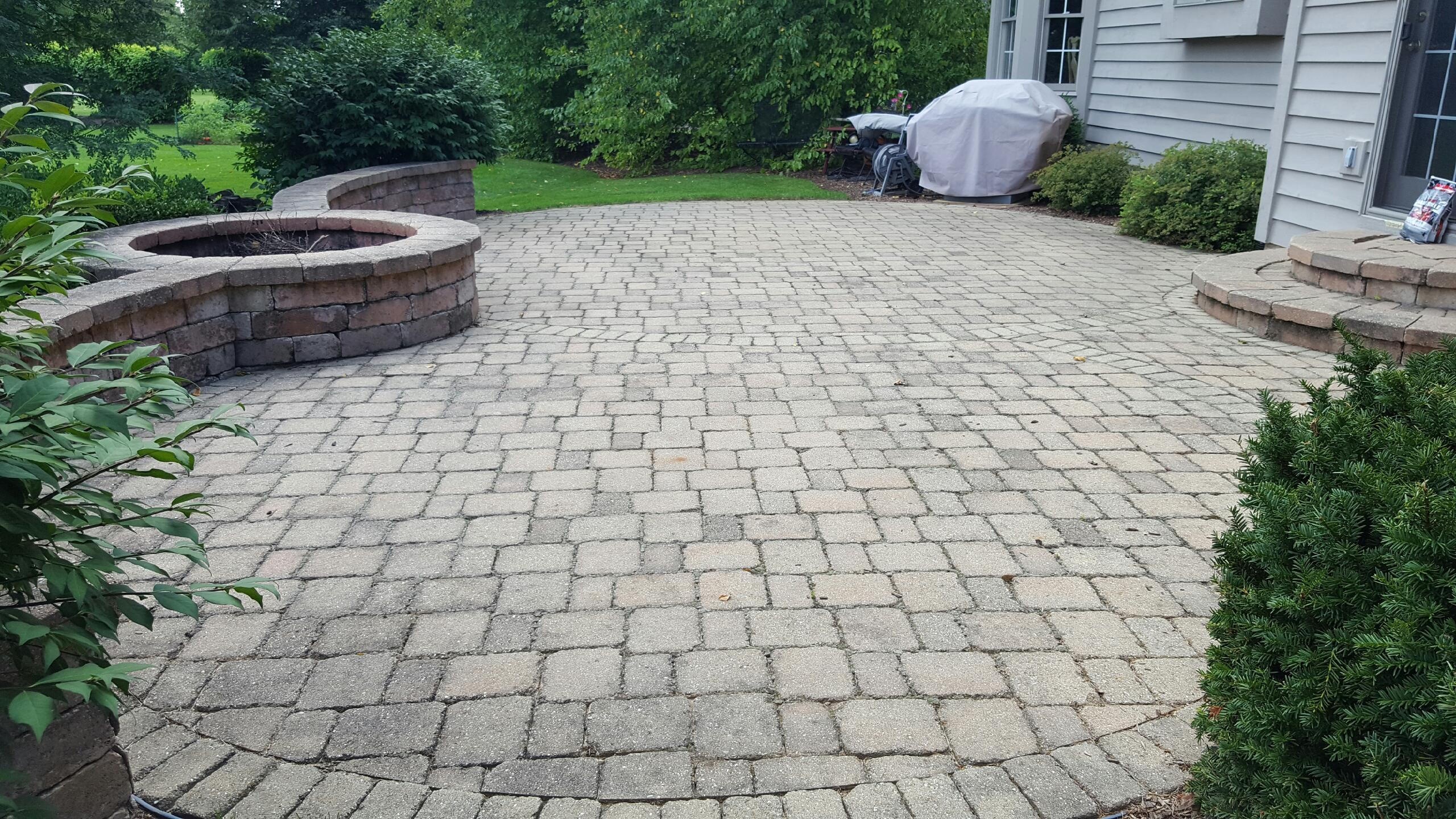 Brick PAver cleaning and sealing in St. Charles, IL